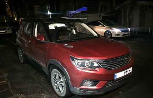 شاسیبلند اقتصادی لوکسنما با پلاک ملی در خیابانهای تهران